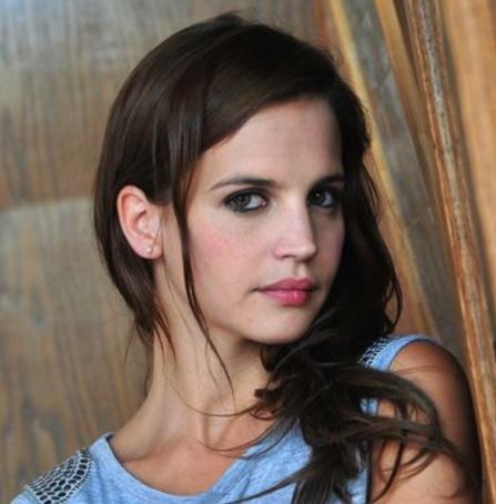 Como se llama la actriz que interpreta a Ana Villalba