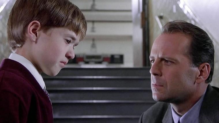 Como se llama la película donde Bruce Willis es un psicólogo