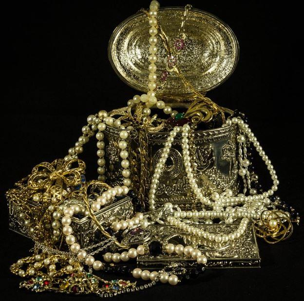 Como se llama el conjunto de joyas