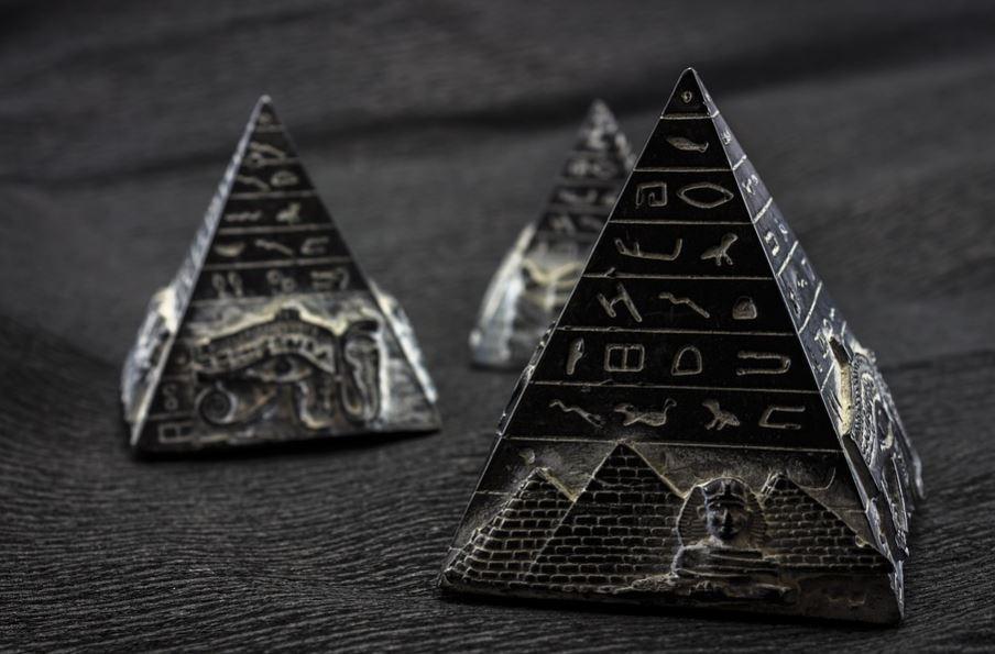 Como se llama la punta de la piramide