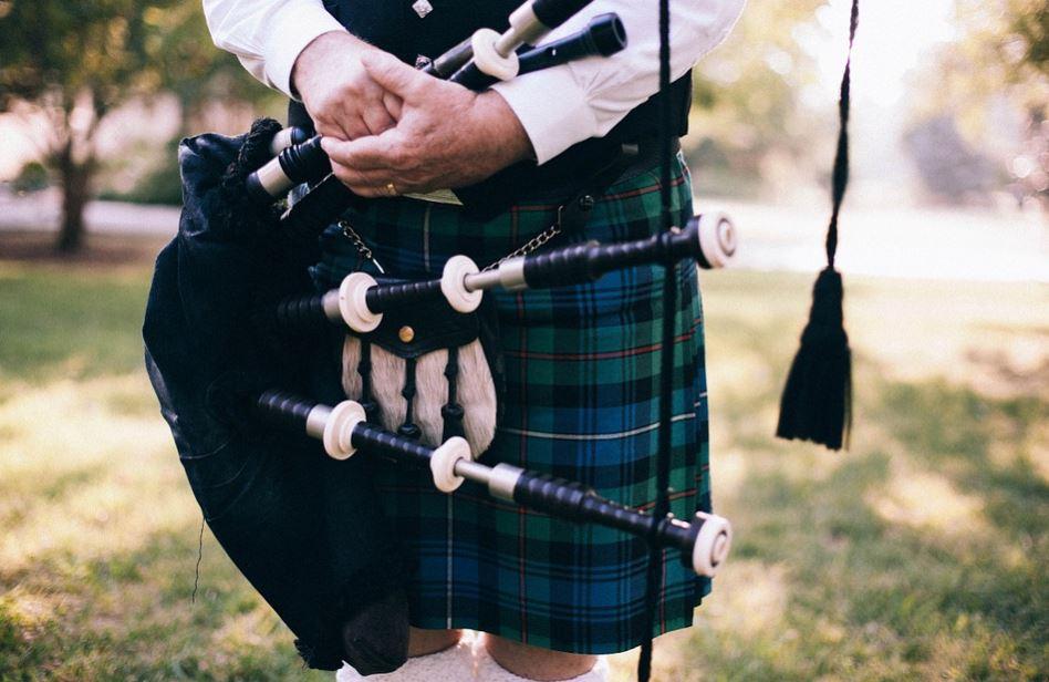 Como se llama el instrumento q tocan los escoceses