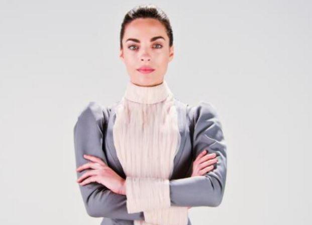 Florencia Benítez como la señorita Rottermeier