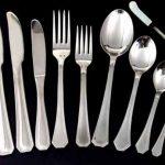 Como se llama el conjunto de cucharas tenedores y cuchillos
